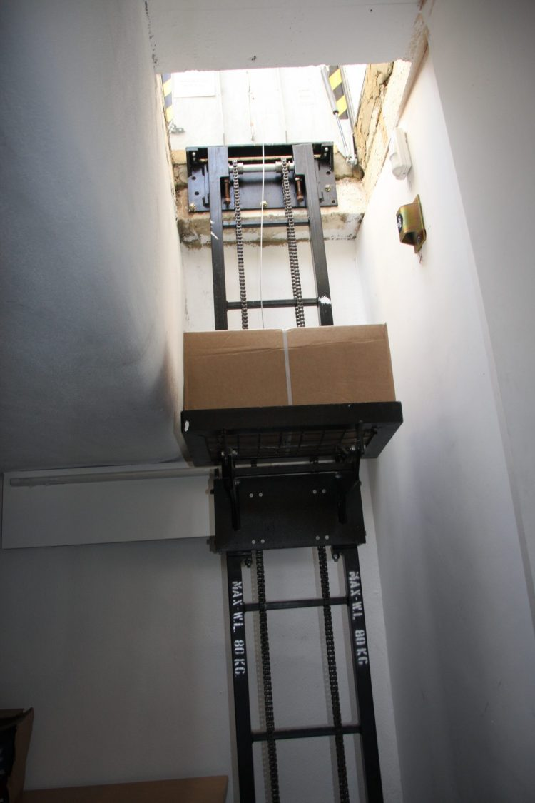 Single Stack Case Hoist